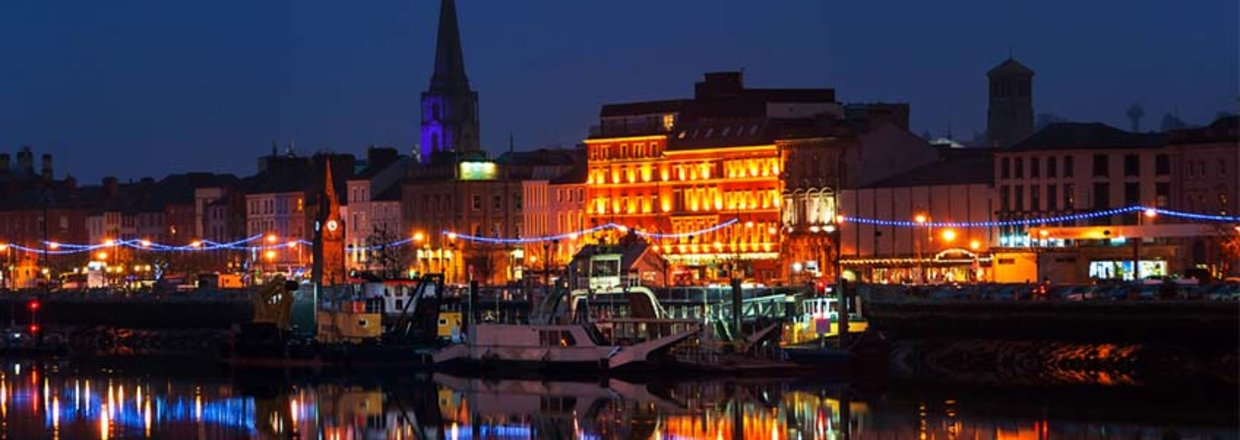 The city of Waterford by night