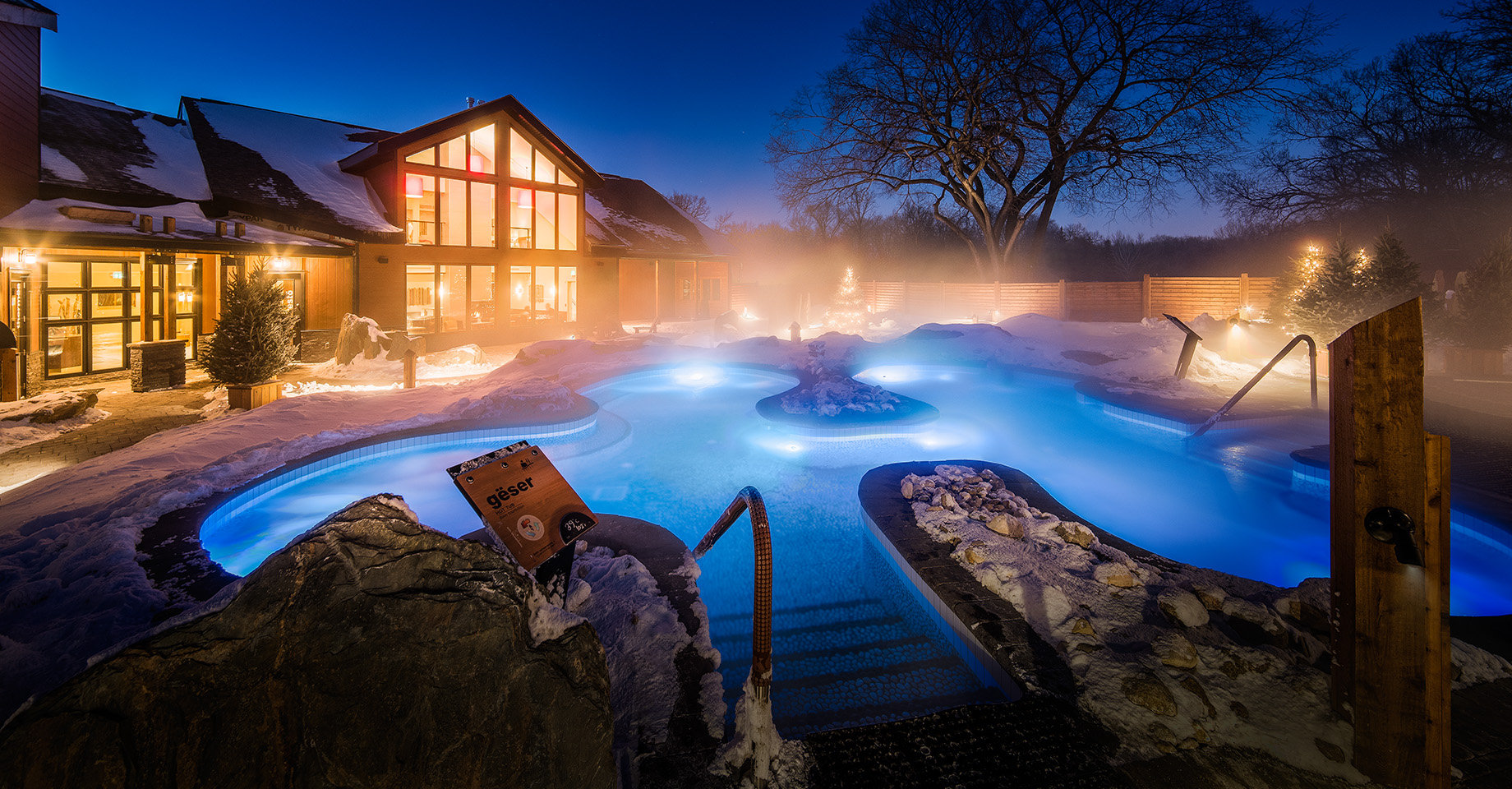 The large outdoor pool-spa at Thermea by Nordik Spa-Nature